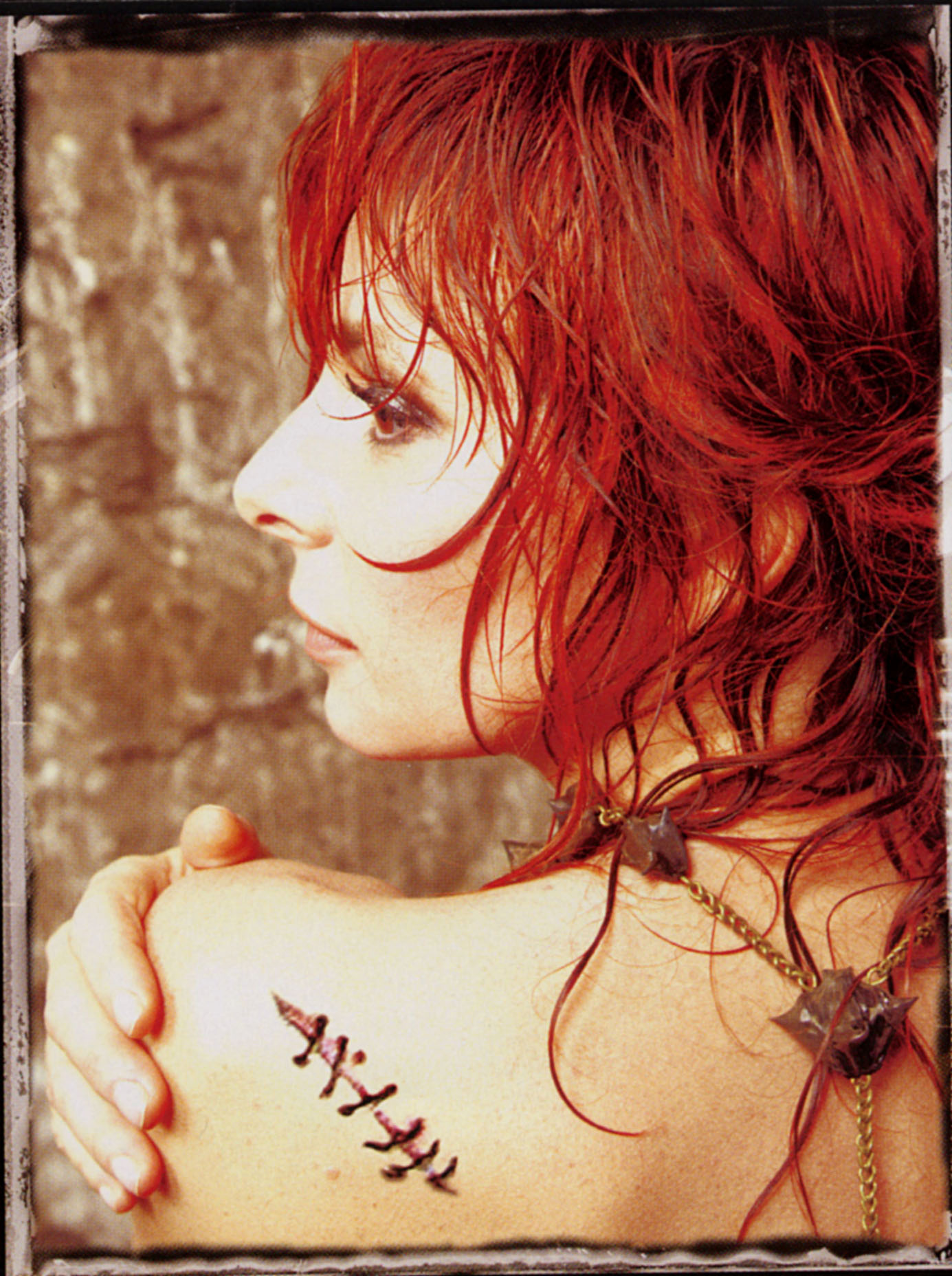 La promo de Point de Suture dans Mylène 2009 - 2010 mylene-farmer-livret-point-de-suture