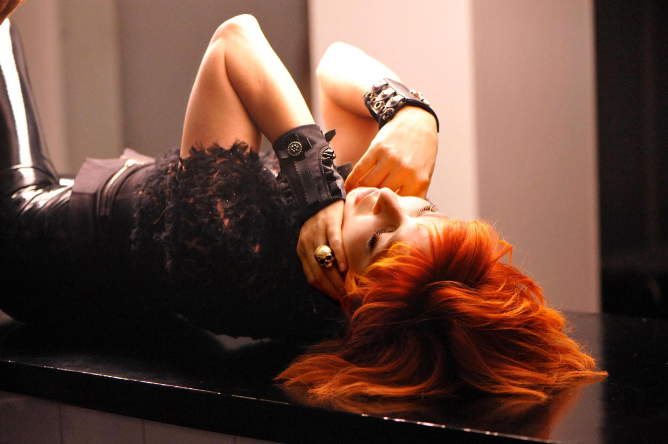 Рыжеволосая девушка со спины 10 фотография